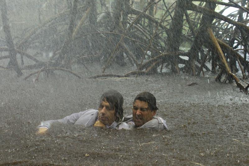 Ben Mendelsohn (Danny Rayburn) og Kyle Chandler (John Rayburn). Foto: Saeed Adyani, Netflix.