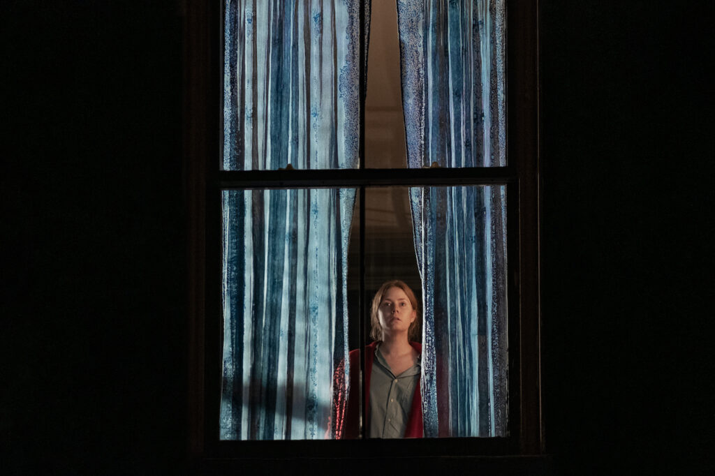 woman in window amy adams netflix film